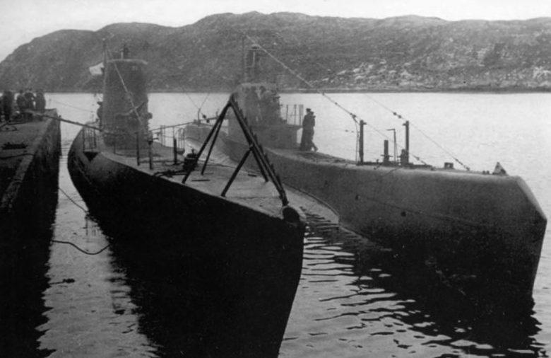 Подводные лодки Щ-422 и С-51 у причала в Полярном. Июнь 1943 г.