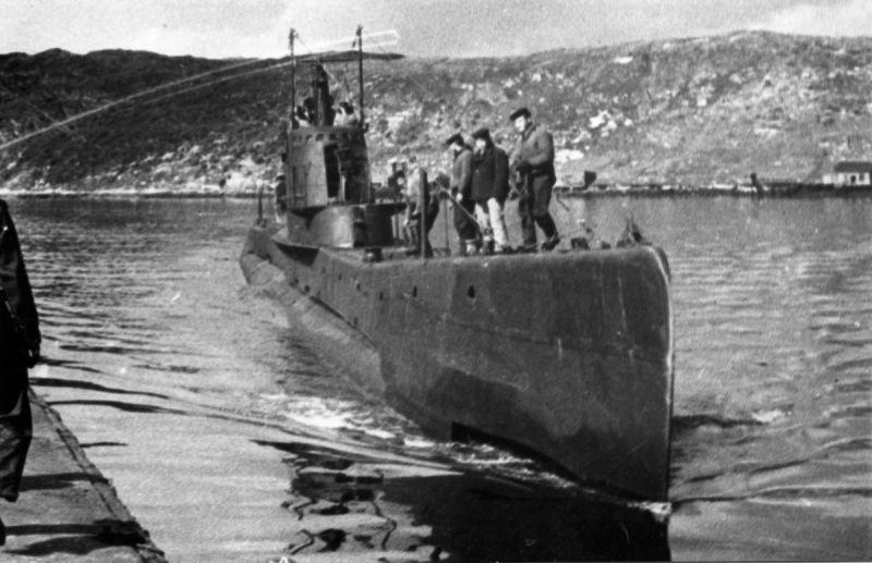 Подлодка Щ-403 подходит к причалу в Полярном. Июль 1943 г.