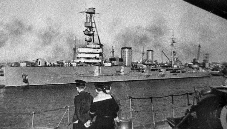 Легкий крейсер «Красный Крым» в Поти. Август 1943 г.