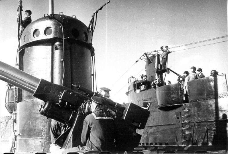 Учебная воздушная тревога на подлодке Северного флота С-102. 1943 г.