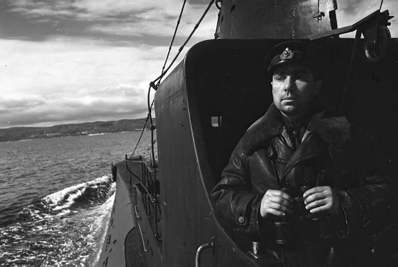 Герой Советского Союза командир подводной лодки К-21 Николай Лунин. 1943 г.
