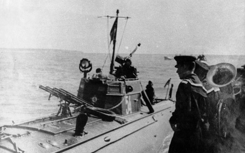Торжественная встреча торпедного катера Черноморского флота ТКА-54 в порту. 1943 г.