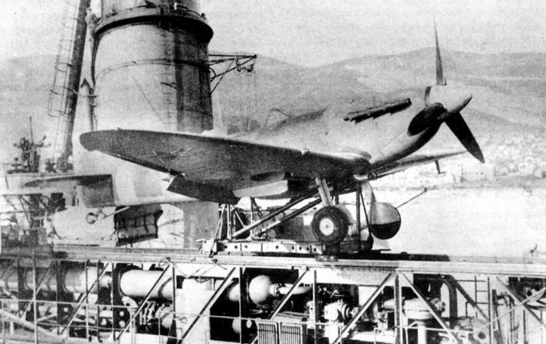 Истребитель «Спитфайр» на катапульте крейсера «Молотов». 1944 г.