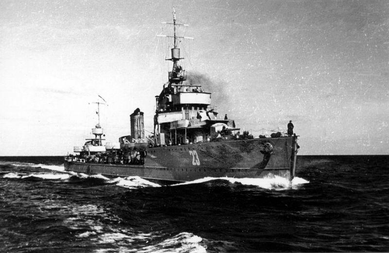 Эсминец Черноморского флота «Летучий» в походе. 1944 г.