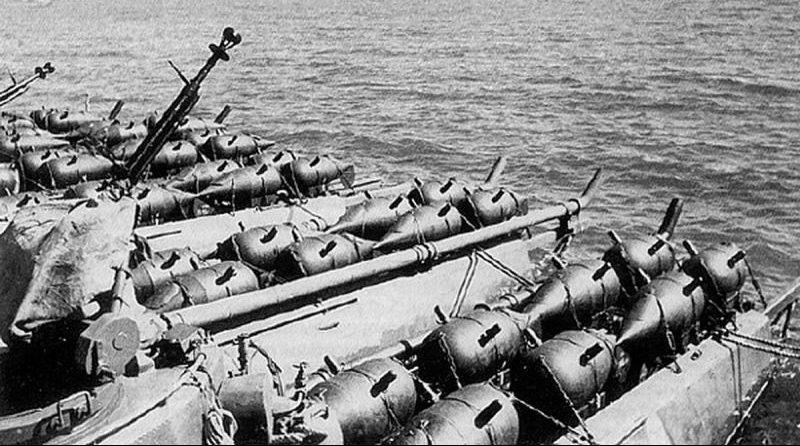 Торпедные катера типа Г-5, загруженные минами. 1944 г.