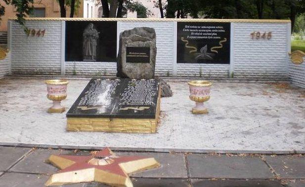с. Николаевка Днепровского р-на. Памятник погибшим односельчанам.