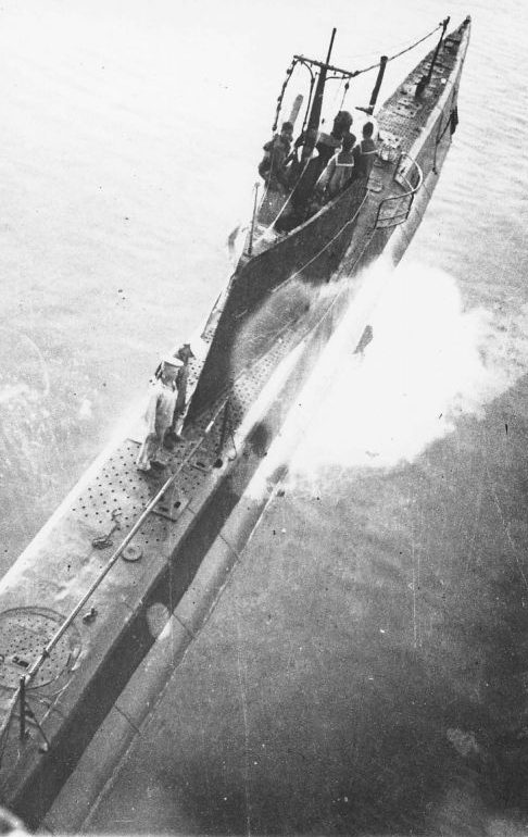 Вид сверху на подлодку М-55. 1944 г.