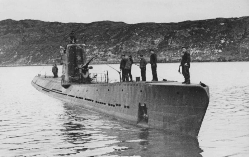 Подлодка С-56 возвращается из боевого похода. 1944 г.