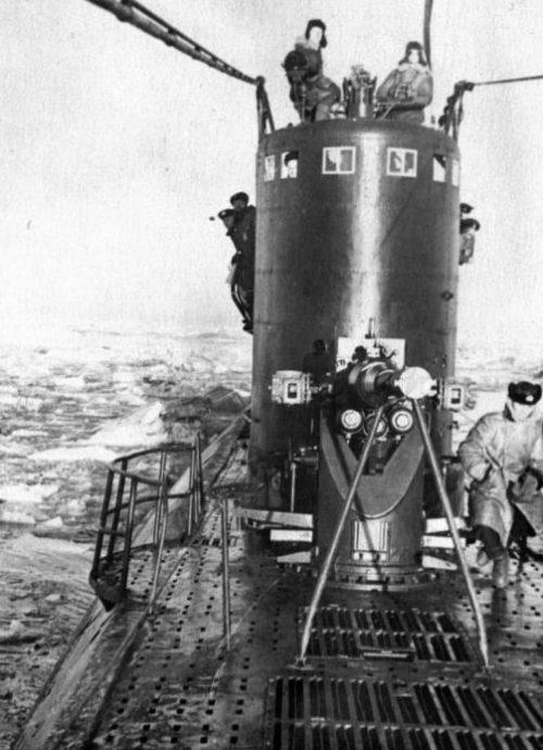 Подводная лодка Северного флота «С-55» во льдах. 1944 г.