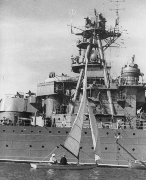 Легкий крейсер «Ворошилов» в Севастопольской бухте. Май 1945 г.