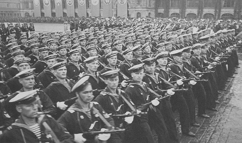 Сводный полк ВМФ на Параде Победы на Красной Площади. Июнь 1945 г.