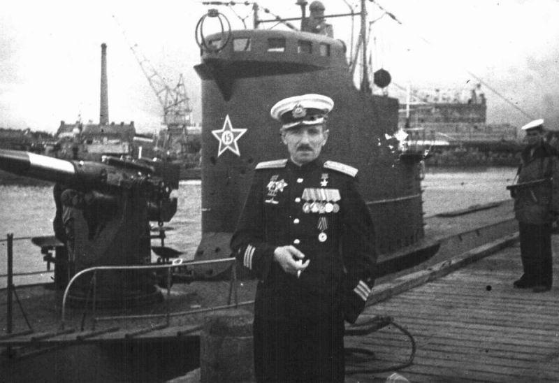 Командир подлодки Л-3 Герой Советского Союза капитан 3-го ранга Владимир Коновалов. Август 1945 г.