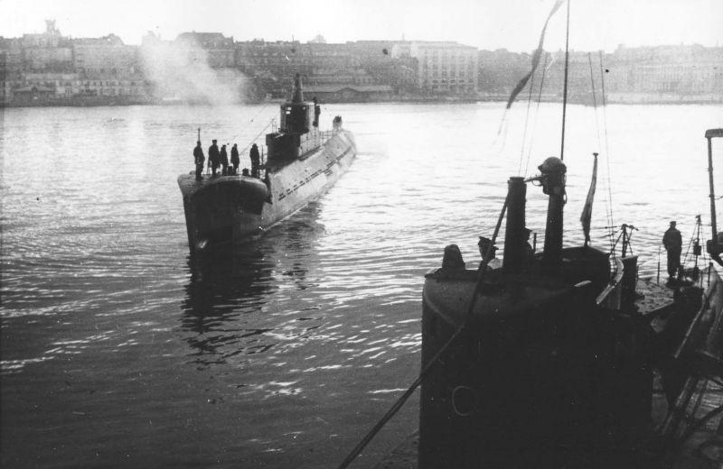 Подлодка Балтийского флота К-56 прибыла в порт Хельсинки. 1945 г.