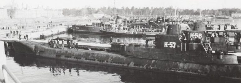 Подлодки Балтийского флота К-53 и К-56 в порту Хельсинки. 1945 г.