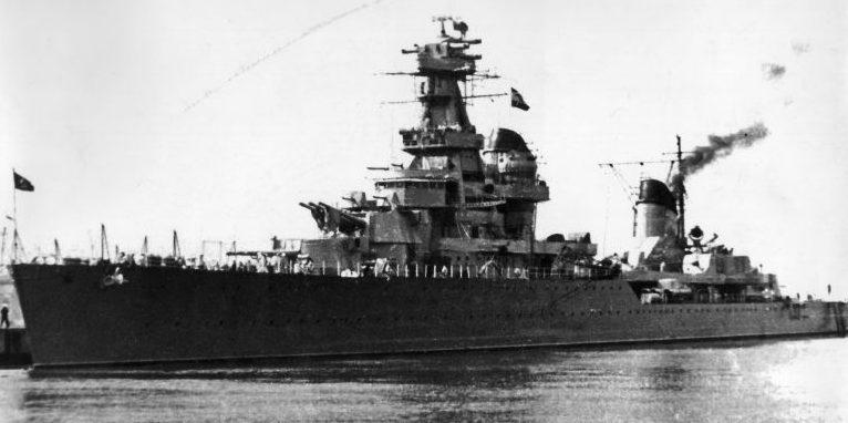 Легкий крейсер Киров на якорной стоянке. 1945 г.