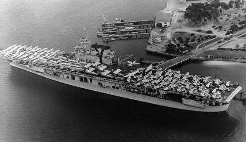 Погрузка самолетов и транспортных средств на авианосец «Yorktown». Северный остров, Сан-Диего, июнь 1940 г.