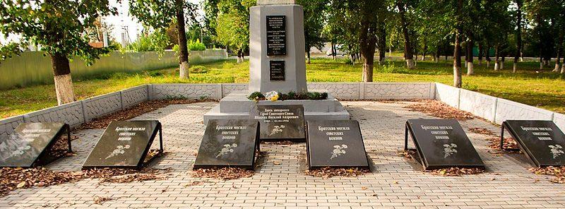 6 братских могил советских воинов, погибших при освобождении села.