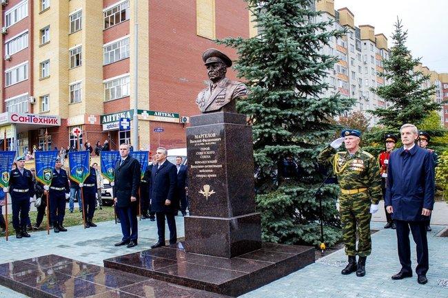 Памятник Маргелову.