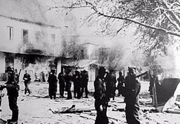 Немецкие войска в Дистомо во время резни.