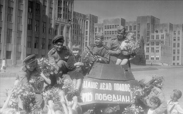 Красная Армия входит в Минск.