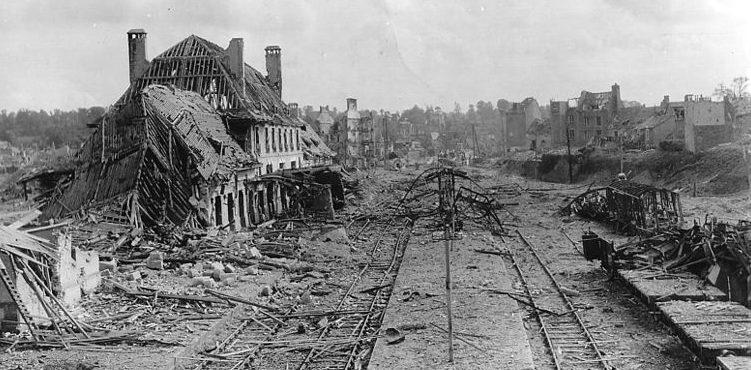 Сен-Ло после бомбардировки.