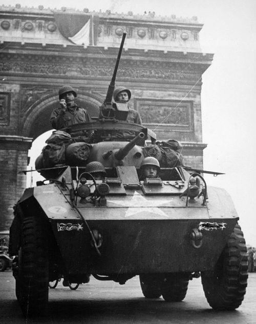 Союзники входят в Париж.