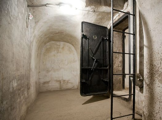 Остатки первого бункера Муссолини.