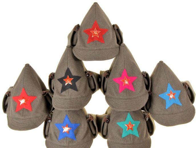 Буденовки образца 1924 года с цветом суконной звезды, обозначающей принадлежность к определенному роду войск.