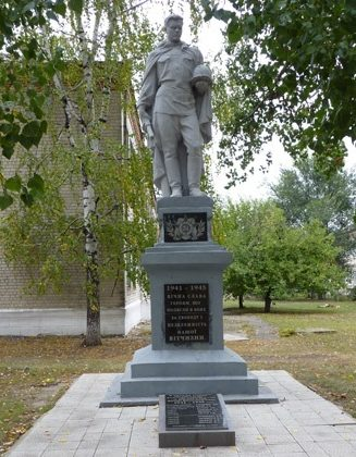 с. Булаховка Павлоградского р-на. Памятник советским воинам.