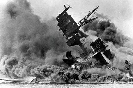 Пожар на линкоре «Arizona». Перл-Харбор, 7 декабря 1941 г.