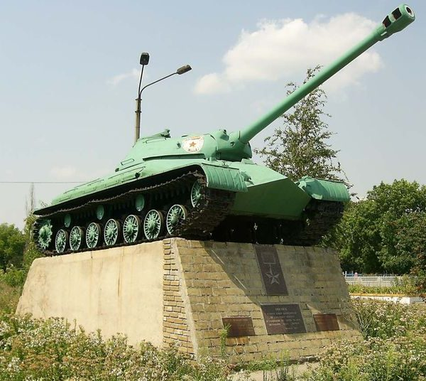 с. Вербки Павлоградского р-на. Памятник-танк.