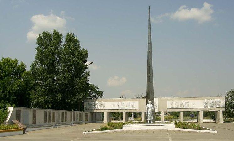 с. Вербки Павлоградского р-на. Мемориал советским воинам и погибшим землякам.
