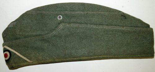 Пилотки рядового состава Вермахта образца 1938 года с обшивкой.