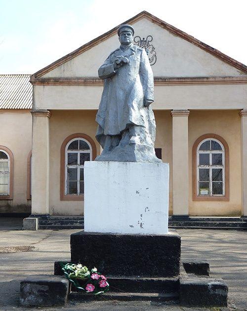 с. Болтышка Криничанского р-на. Памятник Н.Ф.Ватутину.