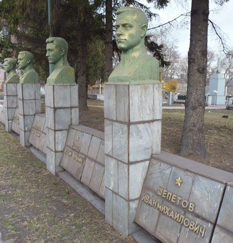 Бюсты Героев Советского Союза.