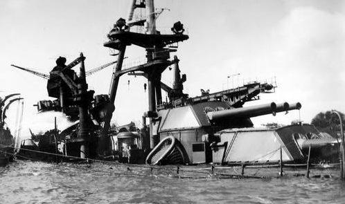 Затонувший линкор «Arizona». Декабрь 1941 г.