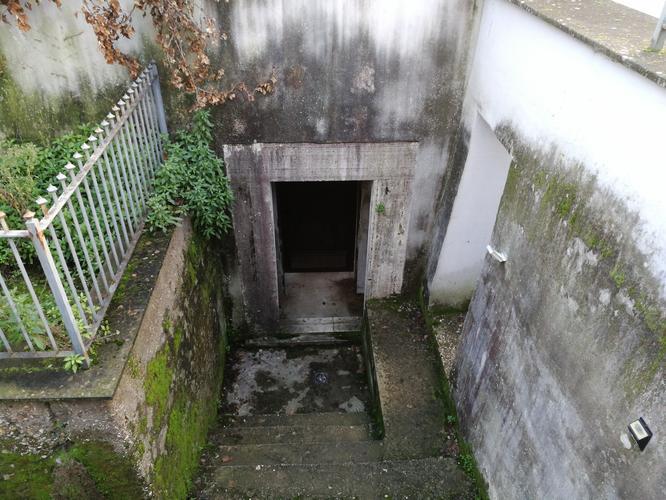 Вид снаружи на запасной выход.