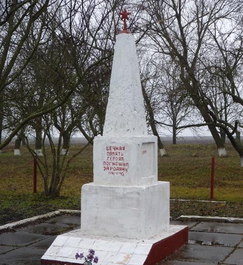 с. Зеленая Долина Криничанского р-на. Памятный знак советским воинам.