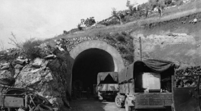 Вход в бункер, занятый немецкими войсками в годы войны.