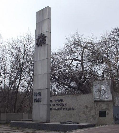 г. Каменское (Днепродзержинск). Памятный знак погибшим работникам Днепродзержинской ТЭЦ, установленный в 1983 году.