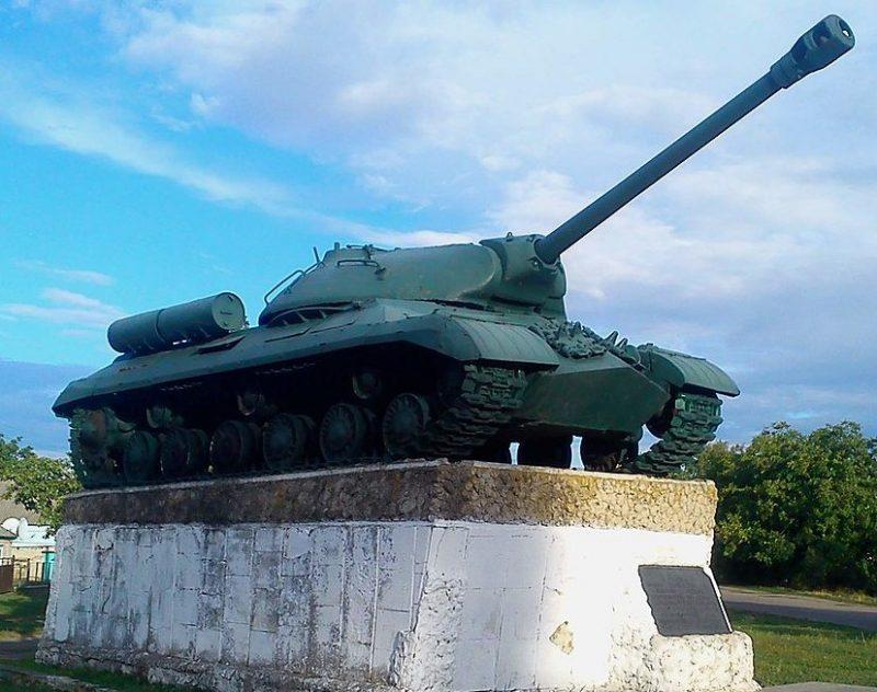 с. Междуречье (Межирич) Павлоградского р-на. Памятник танкистам 8-й танковой дивизии и 25-го танкового корпуса.