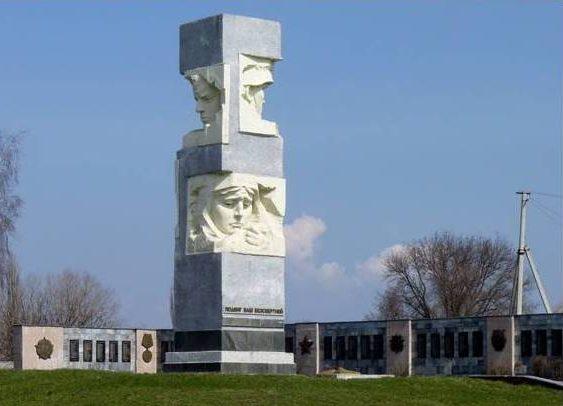 п. Кринички. Мемориал, установленный на братской могиле, в которой похоронено 118 советских воинов погибшим в боях за поселок и землякам.