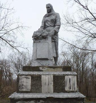 п. Милорадовка Криничанского р-на. Памятник, установленный на братской могиле советских воинов, погибших в боях за поселок.