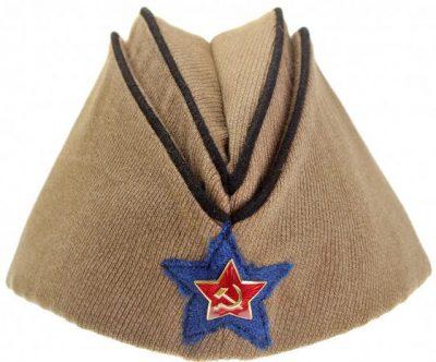 Пилотка командного и начальствующего состава кавалерийских частей РККА образца 1935 года.