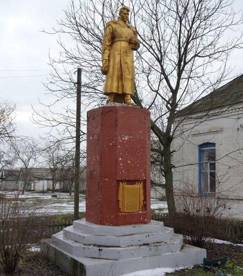 с. Семеновка Криничанского р-на. Памятник, установленный на братской могиле советских воинов, погибших в боях за село.