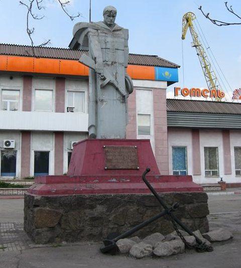 г. Каменское (Днепродзержинск). Памятник воинам-речникам.