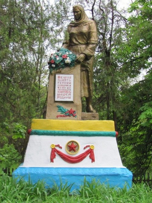 с. Сухой Хутор Криничанского р-на. Памятник советским воинам.