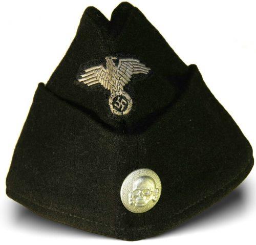 Черная суконная пилотка рядового состава СС образца 1940 года с обшивкой.