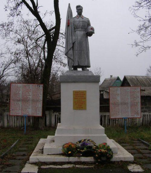 п. Щорск (Божедаровка) Криничанского р-на. Памятник, установленный на братской могиле, в которой похоронено 187 советских воинов, погибших в боях за поселок.