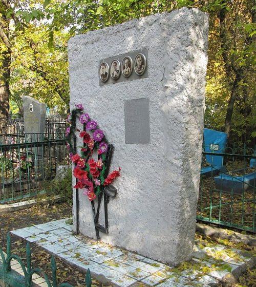 г. Павлоград. Братская могила 5 партизан Великой Отечественной войны.